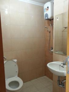 A bathroom at Dewi Depok Apartment Margonda Residence 2