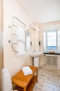 A bathroom at Hotel Gyllene Uttern