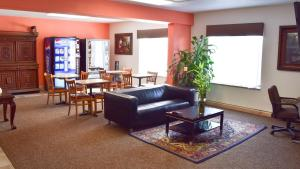 The lounge or bar area at Motel 6-Springfield, OH