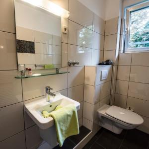 A bathroom at Hotel Baccara