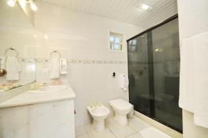 A bathroom at Pousada Areias Brancas