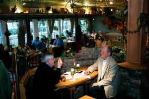 Ein Restaurant oder anderes Speiselokal in der Unterkunft Hotel-Restaurant Gerold