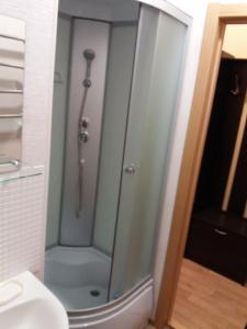 A bathroom at Apartment na Stanislavskogo