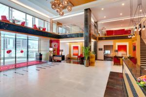 The lobby or reception area at Ramada Hotel and Suites Amwaj Islands