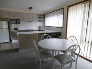 A kitchen or kitchenette at Anchorbell Holiday Apartments