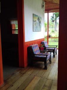 A seating area at Hostal Rio Arabia - Valle De Cocora HOTEL