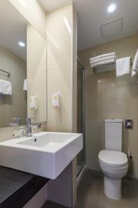 A bathroom at Hotel Zorna Plava Laguna