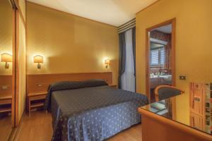 A bed or beds in a room at Park Hotel Dei Massimi