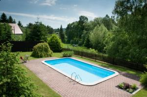 Bazén v ubytování Chalupa Nad Popelkou nebo v jeho okolí
