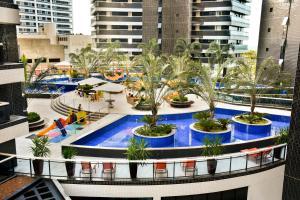 Uma vista da piscina em Apartamento na Beira Mar de Fortaleza - Edifício Landscape ou nos arredores