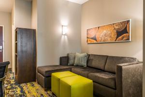 A seating area at Comfort Inn & Suites Valdosta