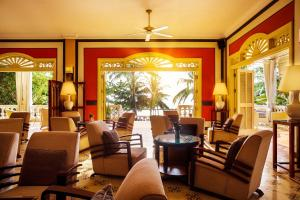 A restaurant or other place to eat at La Veranda Resort Phu Quoc - MGallery