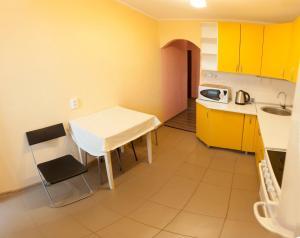 Кухня или мини-кухня в 2kv Apartment Center Gudvin