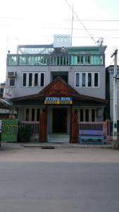 Eine Fassade oder ein Eingang zu Pyinsa Rupa Guest House