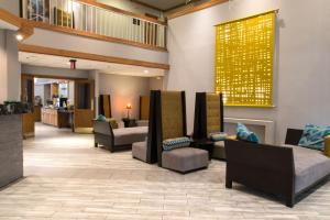 The lobby or reception area at Greenstay Hotel & Suites Central