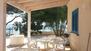 The lounge or bar area at Baia dei Fenici