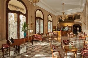 Um restaurante ou outro lugar para comer em Hôtel Regina Louvre