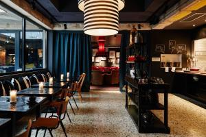 Ein Restaurant oder anderes Speiselokal in der Unterkunft hotel friends Düsseldorf Downtown