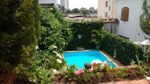 A piscina localizada em Chale Mineiro Hostel & Pousada ou nos arredores