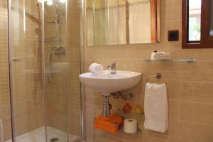 A bathroom at Casa Llebra I