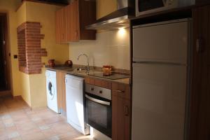 A kitchen or kitchenette at Casa Llebra I