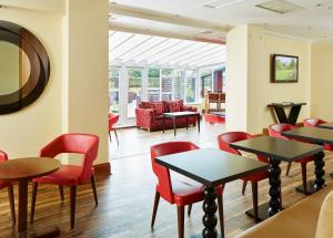 A restaurant or other place to eat at Peterborough Marriott Hotel