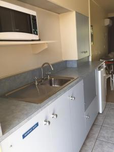A kitchen or kitchenette at Abel Tasman Waterfront Motel