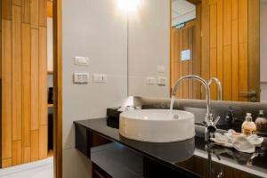 A bathroom at G Hua Hin Resort & Mall