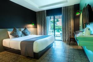 A room at Chiangkhong Teak Garden Riverfront Onsen Hotel