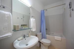 Ένα μπάνιο στο Ξενοδοχείο Διόσκουροι