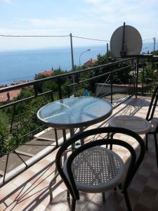 Ein Balkon oder eine Terrasse in der Unterkunft Apartment Vivoda