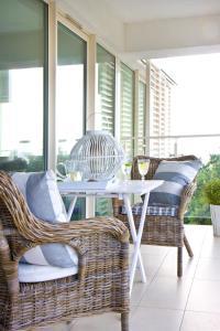 Część wypoczynkowa w obiekcie Biały Apartament Hampton w Playa Baltis
