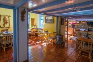 Um restaurante ou outro lugar para comer em Pousada Xixo Escultura