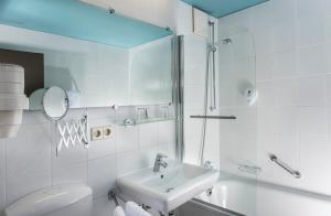 Uma casa de banho em City Hotel Berlin East