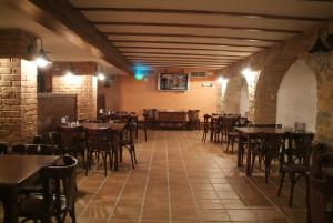 A restaurant or other place to eat at Hotel Cervantes
