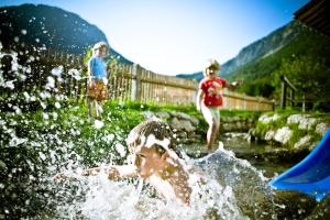 Guests staying at Jugendherberge Schliersee