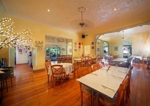 A restaurant or other place to eat at Eden House Retreat