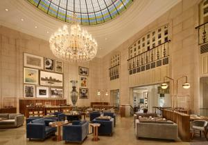 A restaurant or other place to eat at The Ritz-Carlton, Budapest