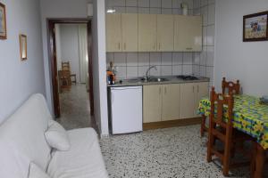 A kitchen or kitchenette at Apartamentos Bolonia Paraiso