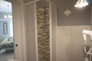A bathroom at B&B Donna Ada