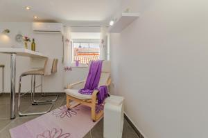 A bunk bed or bunk beds in a room at Apartment Luce Mala
