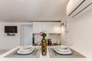 A kitchen or kitchenette at Apartment Luce Mala