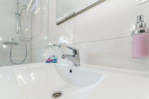 A bathroom at Apartment Luce Mala
