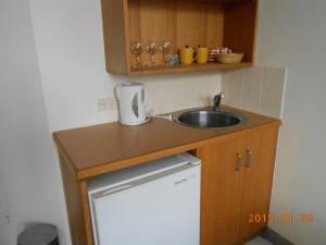 A kitchen or kitchenette at Harringtons102