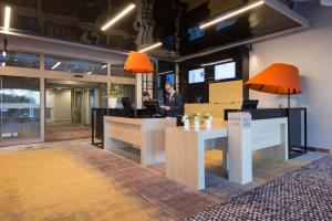 The lounge or bar area at Novotel Wrocław Centrum