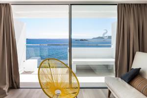 Ein Balkon oder eine Terrasse in der Unterkunft Sud Ibiza Suites