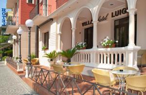 The lounge or bar area at Hotel Villa Luigia