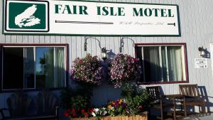 The facade or entrance of Fair Isle Motel