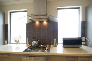 A kitchen or kitchenette at Seal 4 Bedroom House by Shoalwater Executive Homes