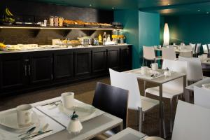 A restaurant or other place to eat at Hôtel Diana Dauphine
